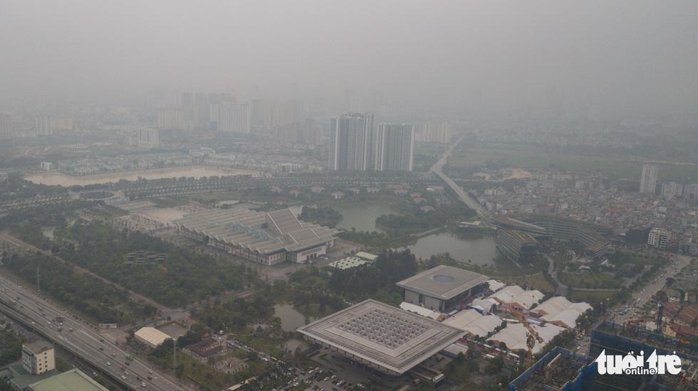 Hà Nội mịt mù trong ô nhiễm nhìn từ flycam - Ảnh 9.