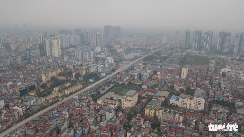 Hà Nội mịt mù trong ô nhiễm nhìn từ flycam - Ảnh 8.