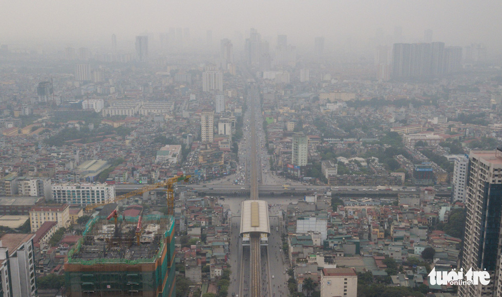 Hà Nội mịt mù trong ô nhiễm nhìn từ flycam - Ảnh 3.