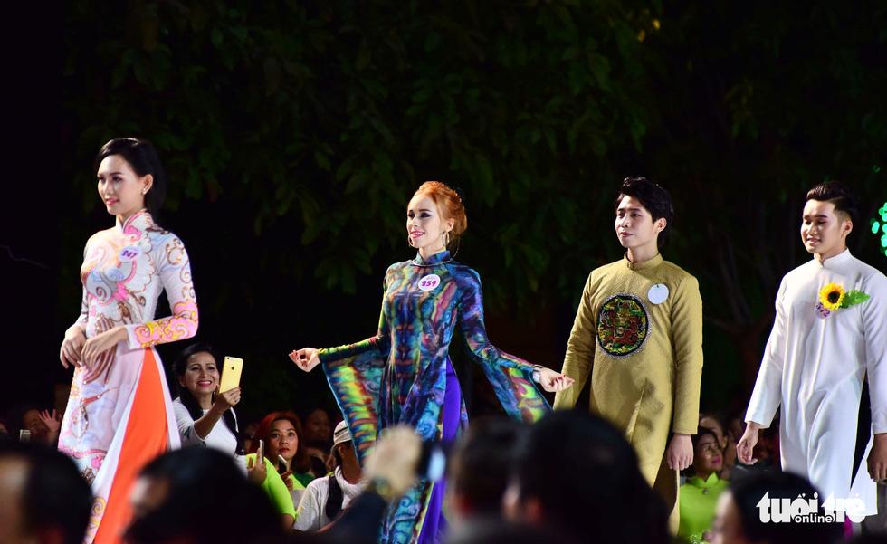 Nguyễn Trăm và Mộng Đào đoạt giải Duyên dáng áo dài 2019 - Ảnh 4.
