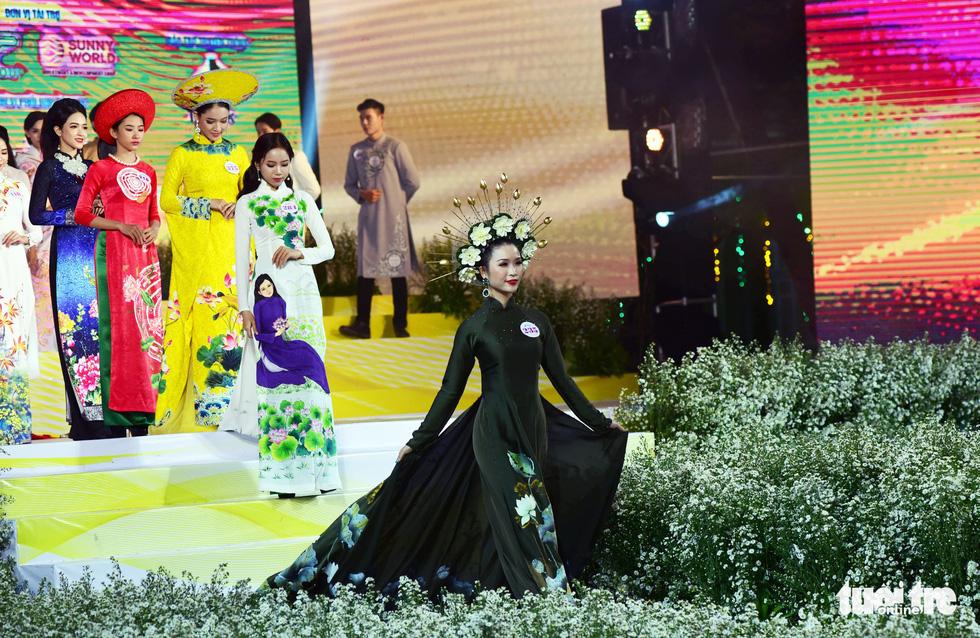 Nguyễn Trăm và Mộng Đào đoạt giải Duyên dáng áo dài 2019 - Ảnh 5.