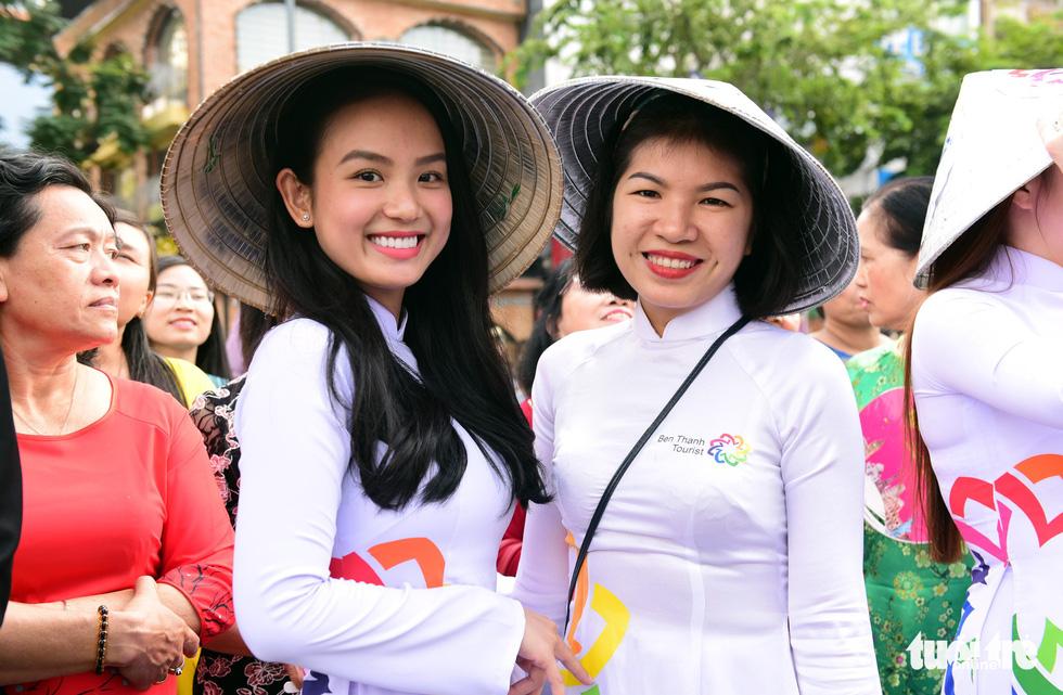3.000 người mặc áo dài trên phố đi bộ Nguyễn Huệ sáng nay 3-3 - Ảnh 5.