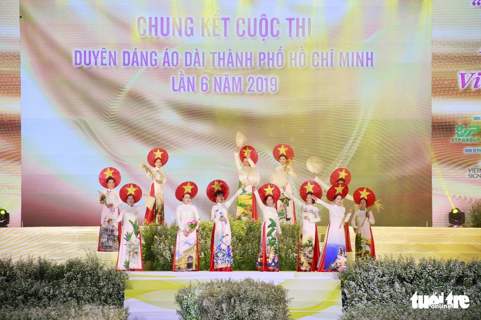 Nguyễn Trăm và Mộng Đào đoạt giải Duyên dáng áo dài 2019 - Ảnh 8.