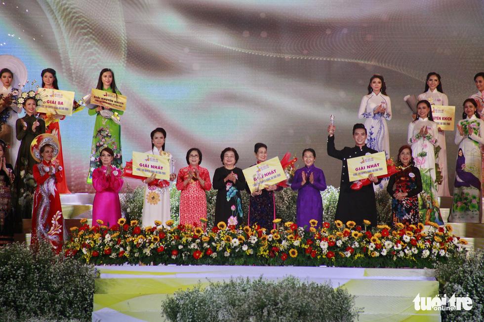 Nguyễn Trăm và Mộng Đào đoạt giải Duyên dáng áo dài 2019 - Ảnh 1.