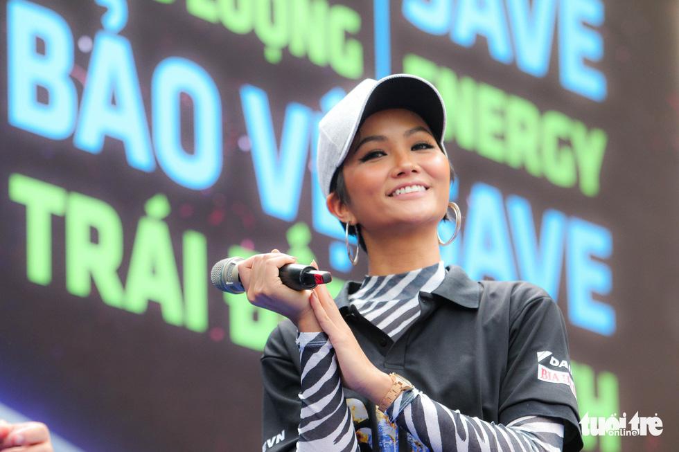 Hoa hậu HHen Niê truyền cảm hứng tiết kiệm năng lượng - Ảnh 3.