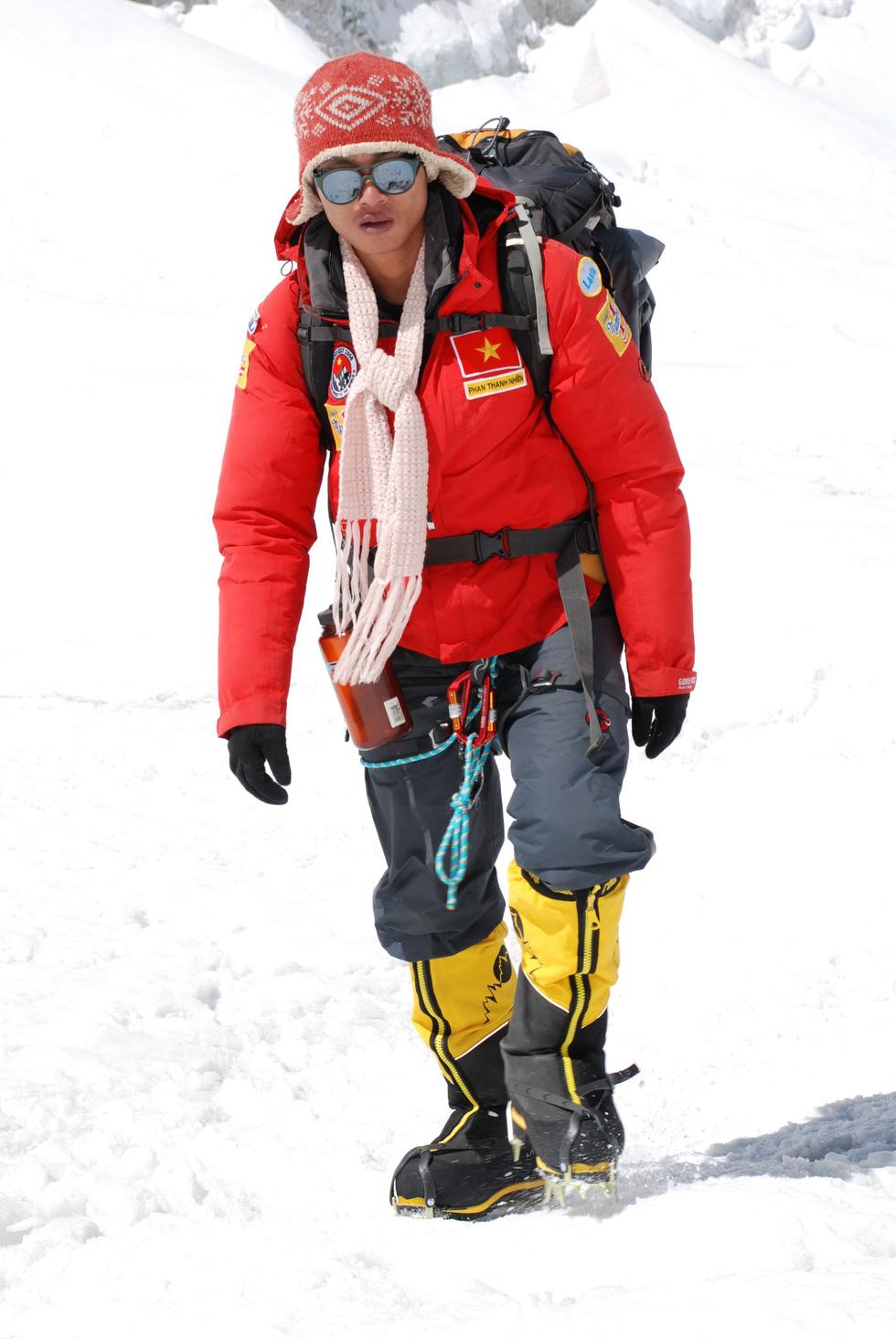 Người Việt Nam trẻ tuổi nhất chinh phục Everest thi chạy 42km ở Bắc cực - Ảnh 4.