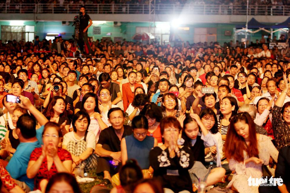 20.000 khán giả đồng ca Trịnh Công Sơn cùng Bằng Kiều, Đức Tuấn, Quang Dũng... - Ảnh 13.