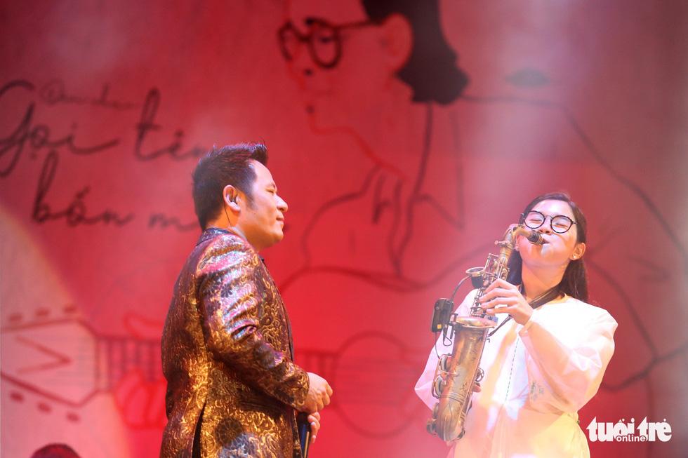 20.000 khán giả đồng ca Trịnh Công Sơn cùng Bằng Kiều, Đức Tuấn, Quang Dũng... - Ảnh 8.