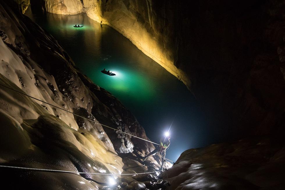 Lặn tìm con sông bỗng nhiên biến mất trong hang Sơn Đoòng - Ảnh 1.