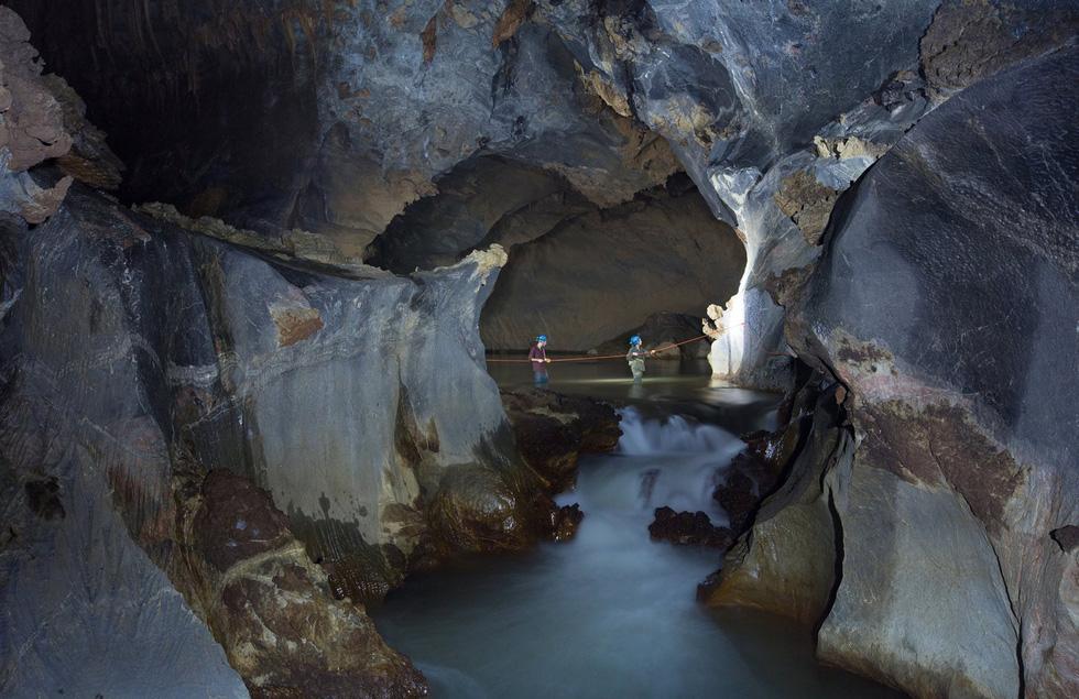 Lặn tìm con sông bỗng nhiên biến mất trong hang Sơn Đoòng - Ảnh 6.