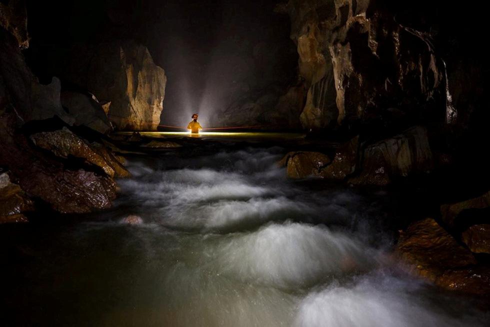 Lặn tìm con sông bỗng nhiên biến mất trong hang Sơn Đoòng - Ảnh 2.