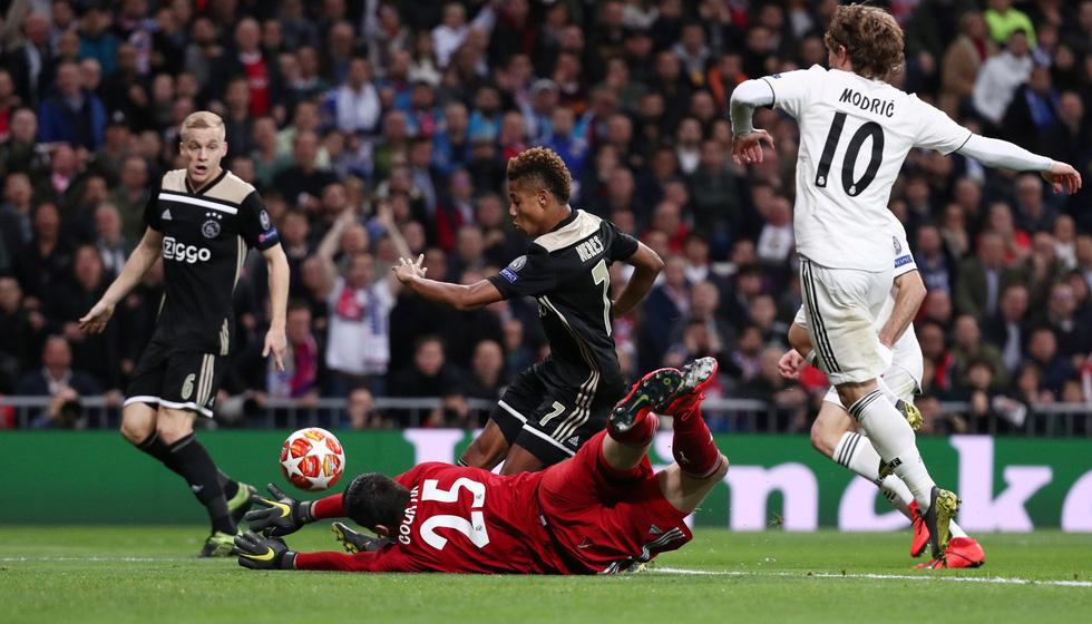 Chùm ảnh Real Madrid thảm bại trước Ajax - Ảnh 2.