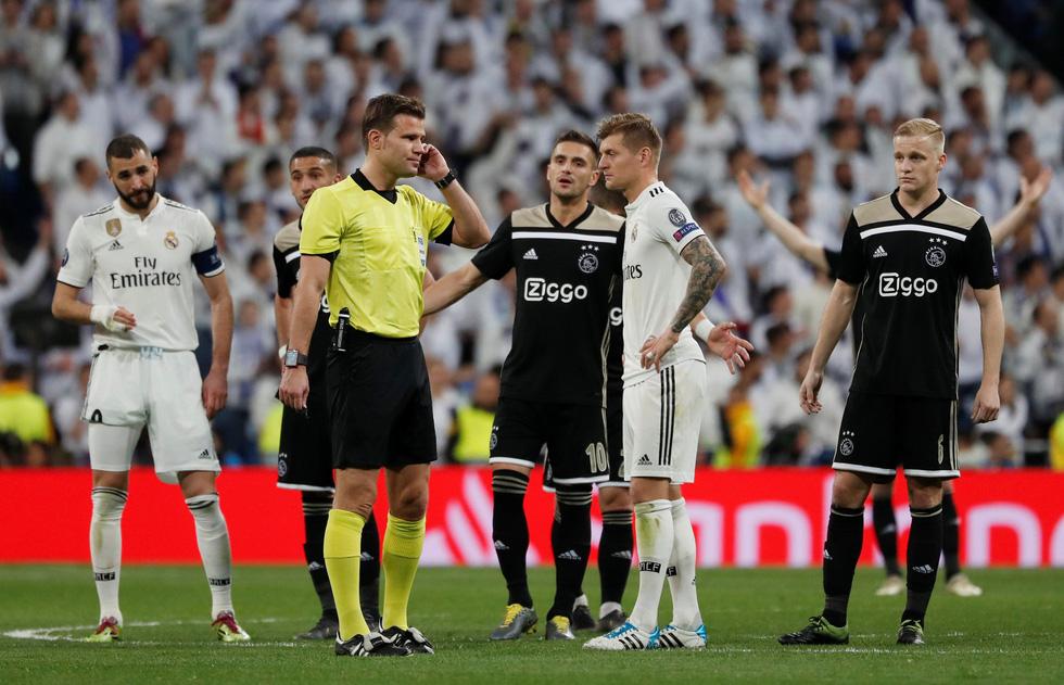 Chùm ảnh Real Madrid thảm bại trước Ajax - Ảnh 6.