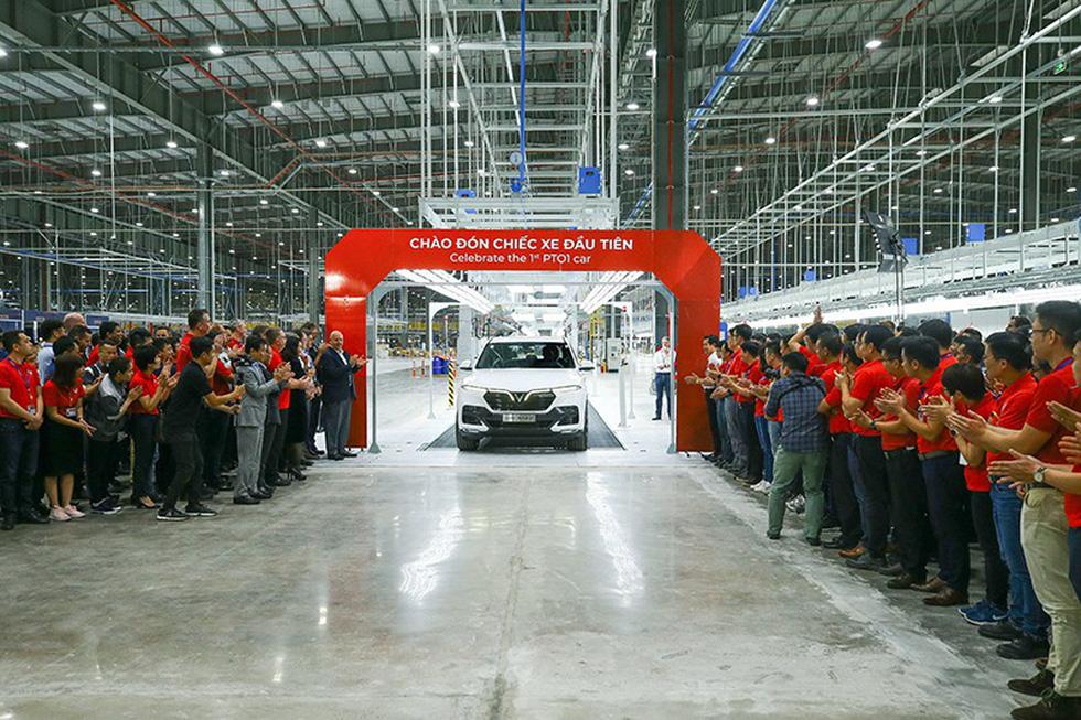 Xe VinFast Lux SA2.0 đầu tiên đã lăn bánh, sắp sản xuất hàng loạt - Ảnh 1.