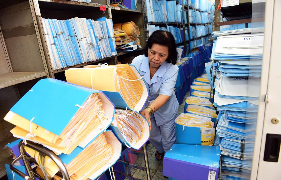 Trước bệnh án điện tử, xem hành trình của một bệnh án... giấy - Ảnh 12.