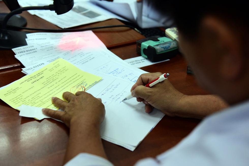 Trước bệnh án điện tử, xem hành trình của một bệnh án... giấy - Ảnh 6.