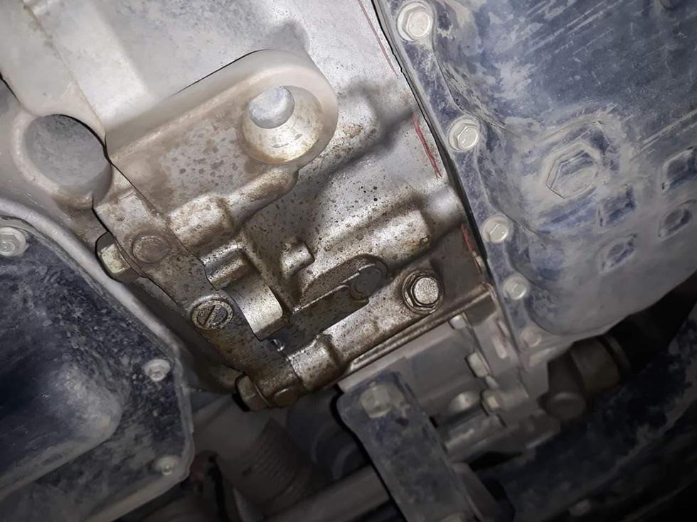 Nissan Xtrail bị chảy dầu dưới gầm dù còn bảo hành, hãng xe nói gì? - Ảnh 2.