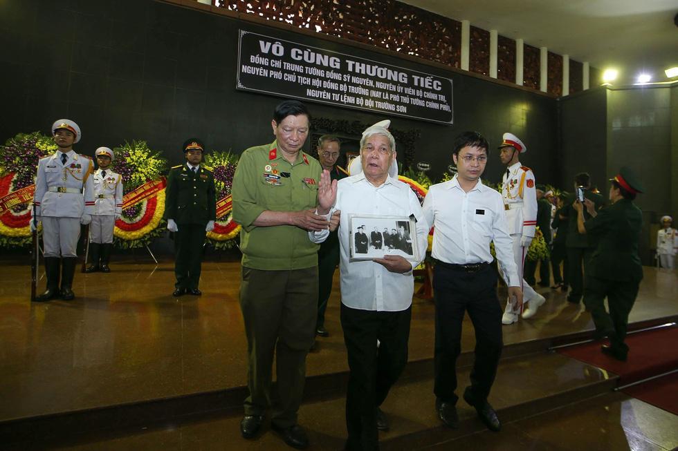 Nghiêng mình tiễn biệt Trung tướng Đồng Sỹ Nguyên - Ảnh 12.
