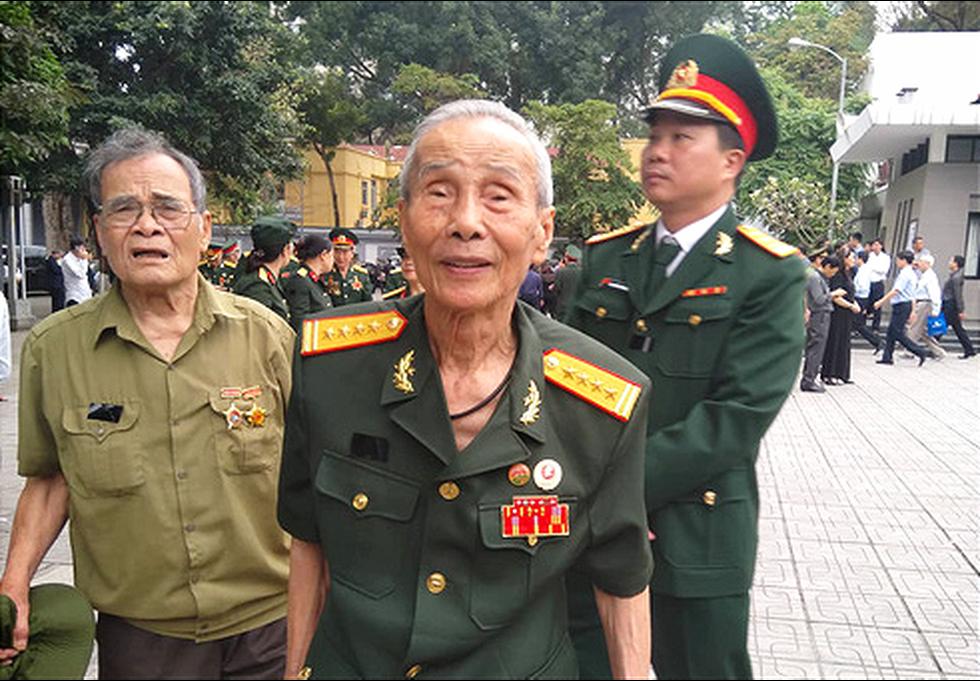 Nghiêng mình tiễn biệt Trung tướng Đồng Sỹ Nguyên - Ảnh 17.