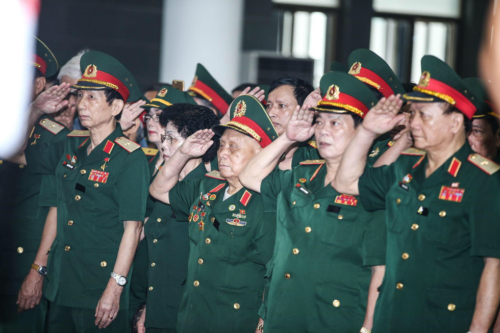 Nghiêng mình tiễn biệt Trung tướng Đồng Sỹ Nguyên - Ảnh 14.