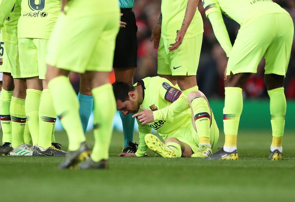 Messi đổ máu trong chiến thắng của Barca trước M.U - Ảnh 3.