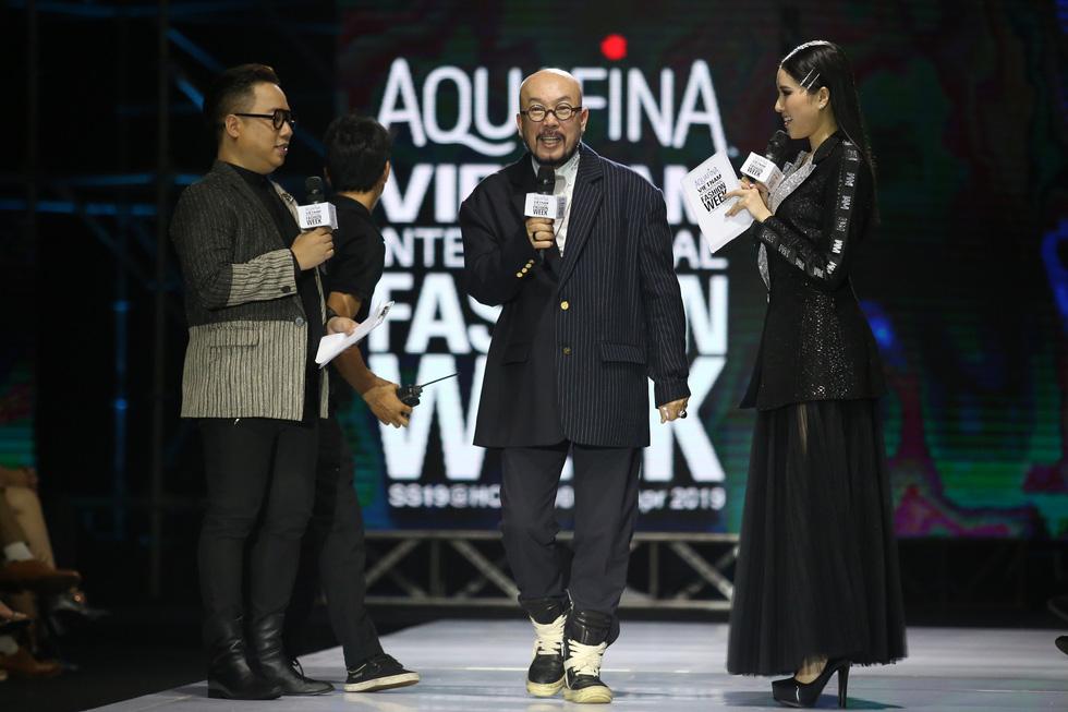 Thanh Hằng diễn vedette cho nhà thiết kế lừng danh Lie Sang Bong - Ảnh 3.