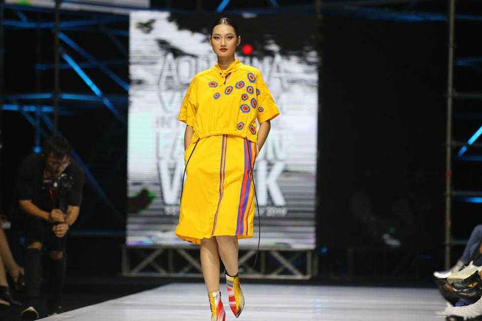 Thanh Hằng diễn vedette cho nhà thiết kế lừng danh Lie Sang Bong - Ảnh 6.