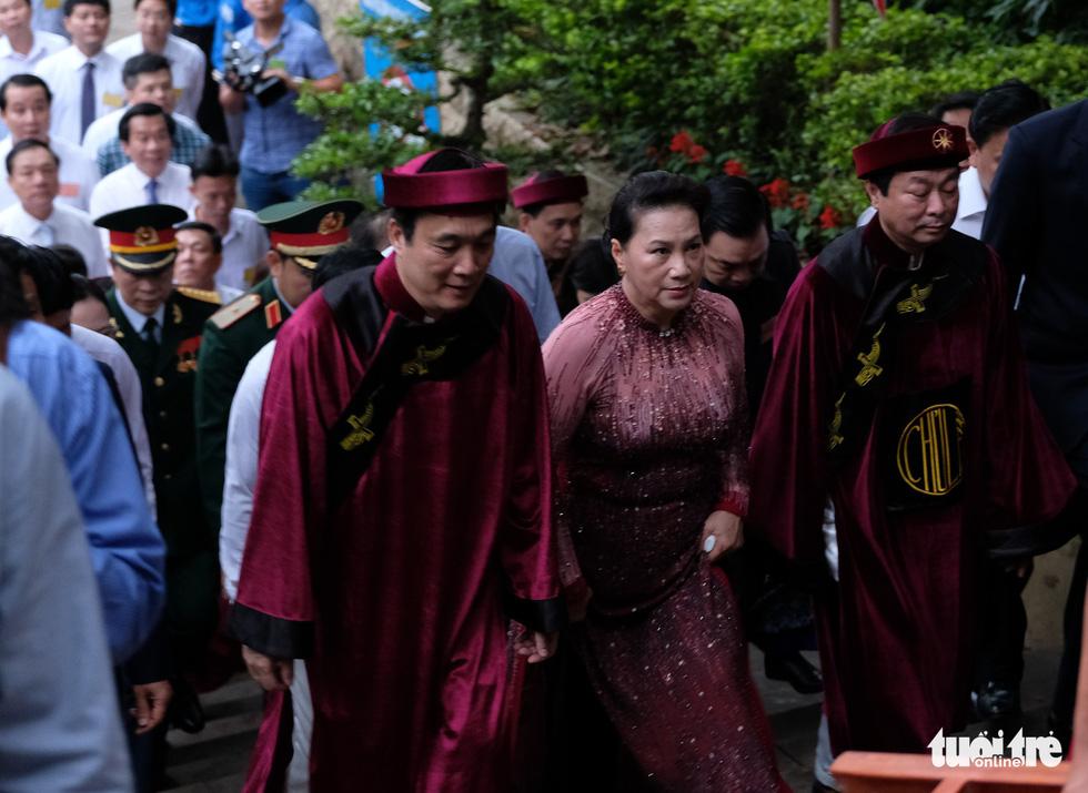 Đông đúc, chen lấn sau lễ dâng hương giỗ Tổ Hùng Vương - Ảnh 1.