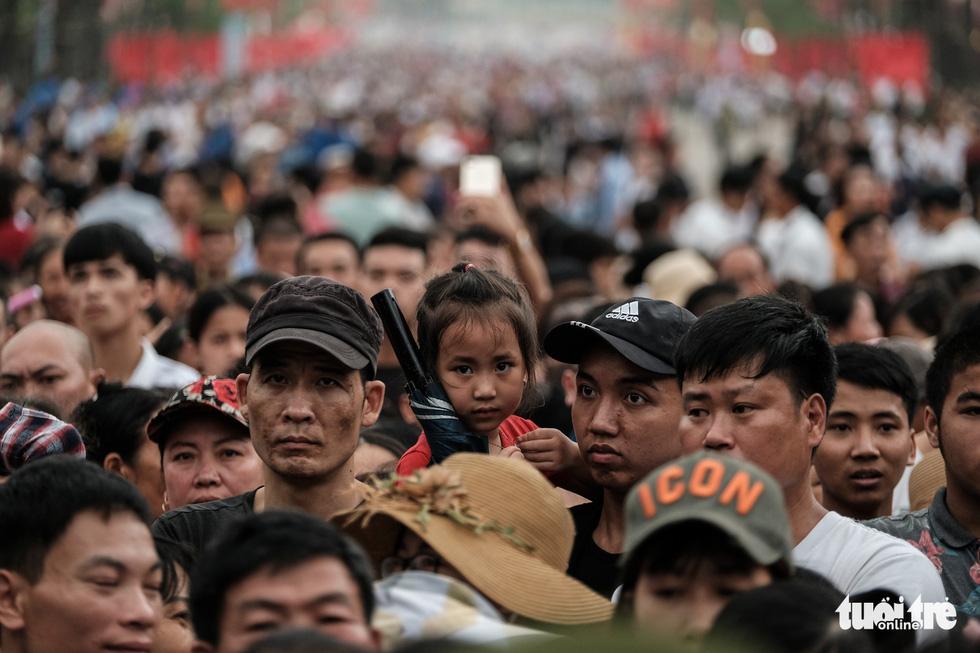 Đông đúc, chen lấn sau lễ dâng hương giỗ Tổ Hùng Vương - Ảnh 13.