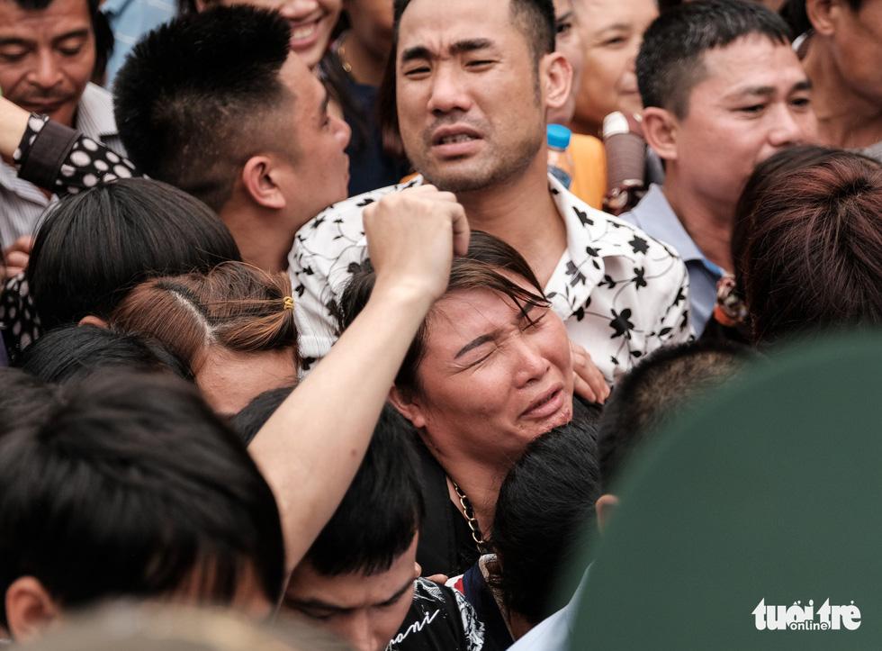 Đông đúc, chen lấn sau lễ dâng hương giỗ Tổ Hùng Vương - Ảnh 10.