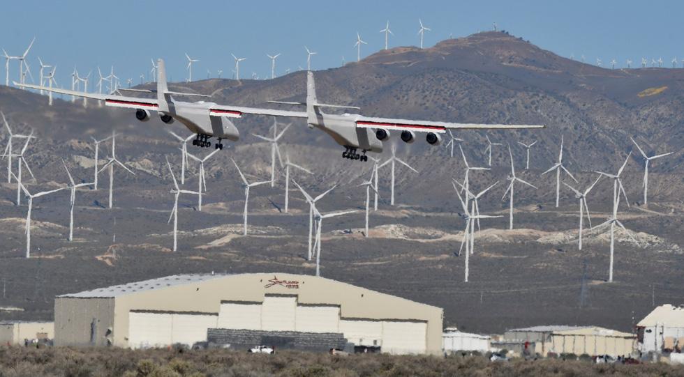 Ngắm chiếc máy bay lớn nhất thế giới trên không trung - Ảnh 5.