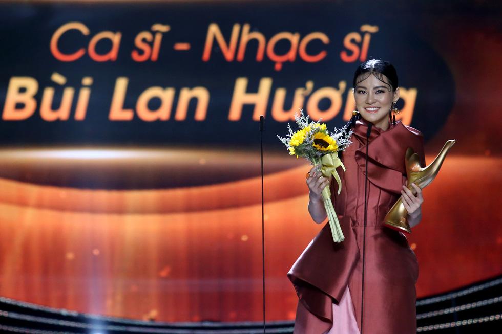 Cống hiến 2019: Gần hơn thị trường, Đông Nhi thắng giải Ca sĩ của năm - Ảnh 4.