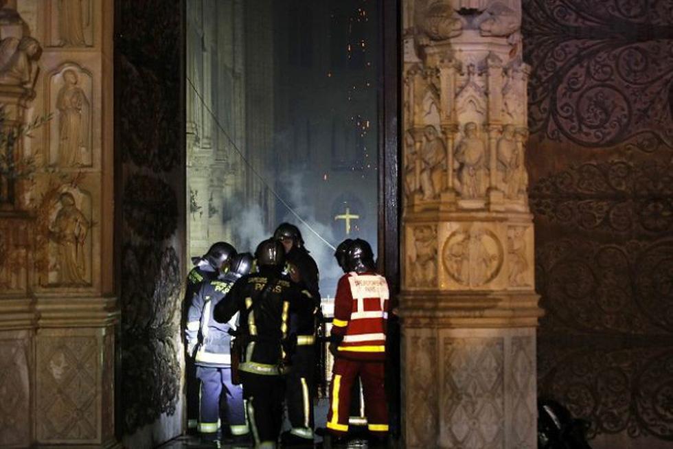 Hút nước sông Seine dập lửa Nhà thờ Đức Bà Paris - Ảnh 3.