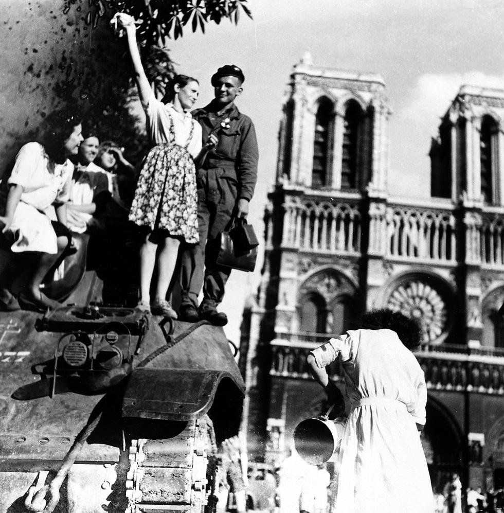 Nhìn lại Nhà thờ Đức Bà Paris qua các thời kỳ lịch sử - Ảnh 10.