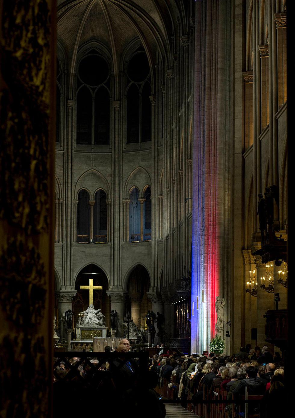 Nhìn lại Nhà thờ Đức Bà Paris qua các thời kỳ lịch sử - Ảnh 14.