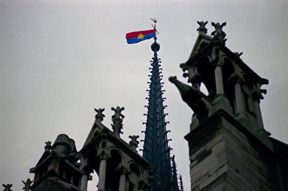 Nhìn lại Nhà thờ Đức Bà Paris qua các thời kỳ lịch sử - Ảnh 1.