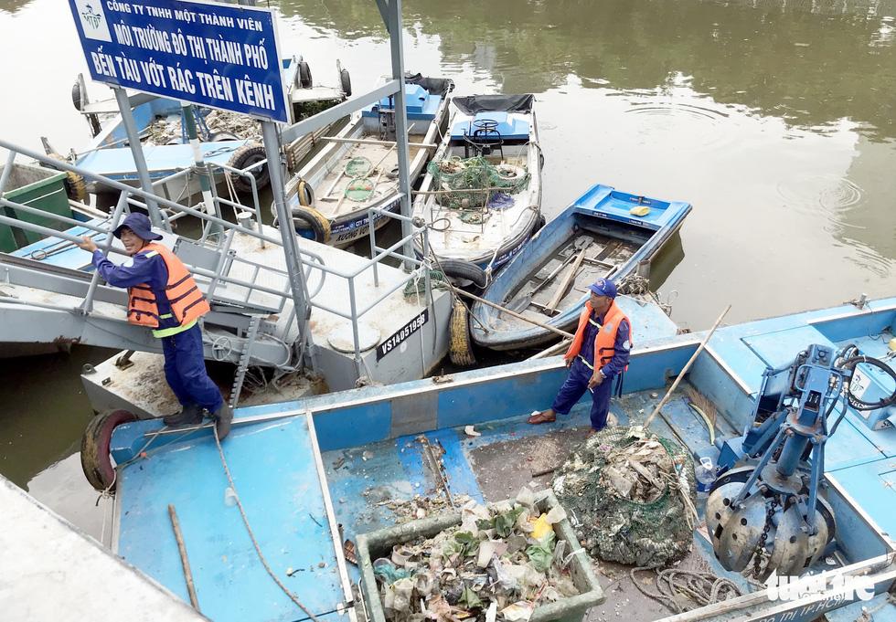 Cá lại chết nổi trên kênh Nhiêu Lộc - Thị Nghè - Ảnh 7.