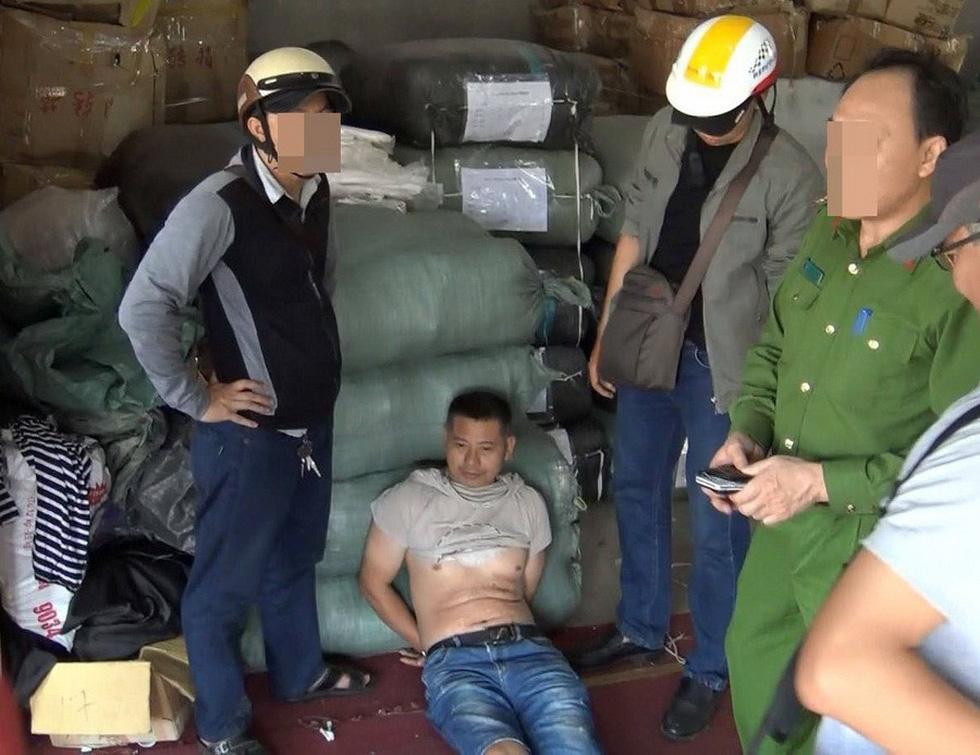 Rùng mình cảnh ma túy đựng trong bao tải, chất thành đống tuồn vào Việt Nam - Ảnh 19.