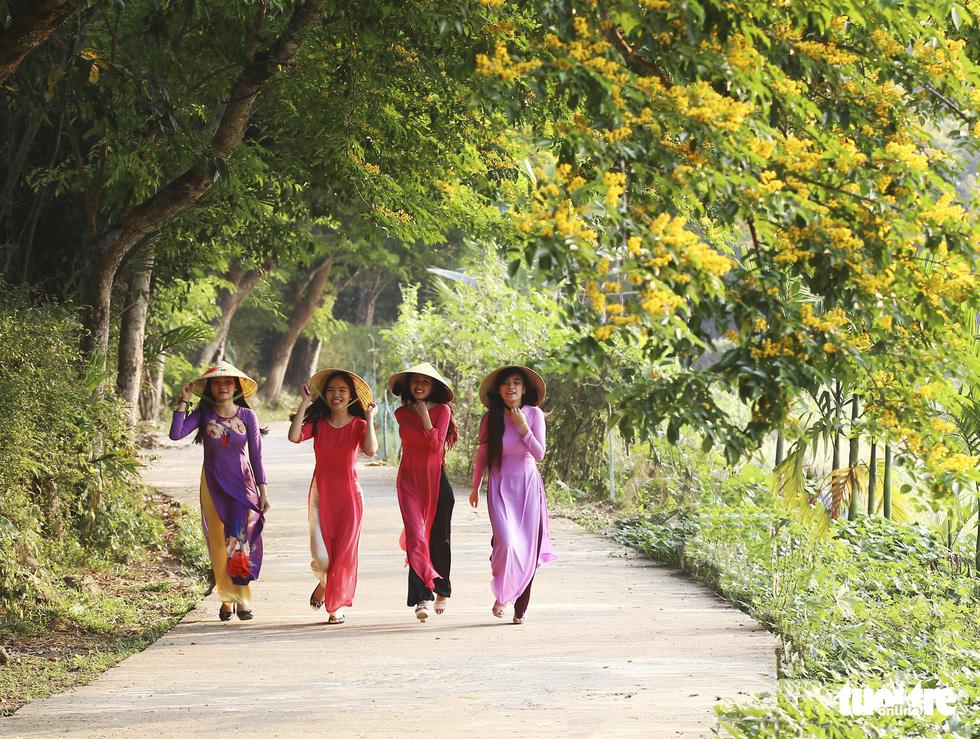 Mùa hoa sưa vàng đẹp như tranh ở xứ Quảng - Ảnh 7.