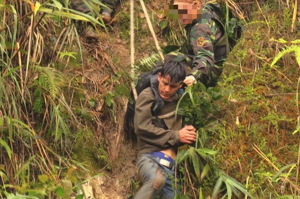 Rùng mình cảnh ma túy đựng trong bao tải, chất thành đống tuồn vào Việt Nam - Ảnh 8.