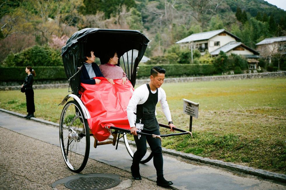 Nhật Bản cổ kính và rực rỡ qua ảnh phim  - Ảnh 9.