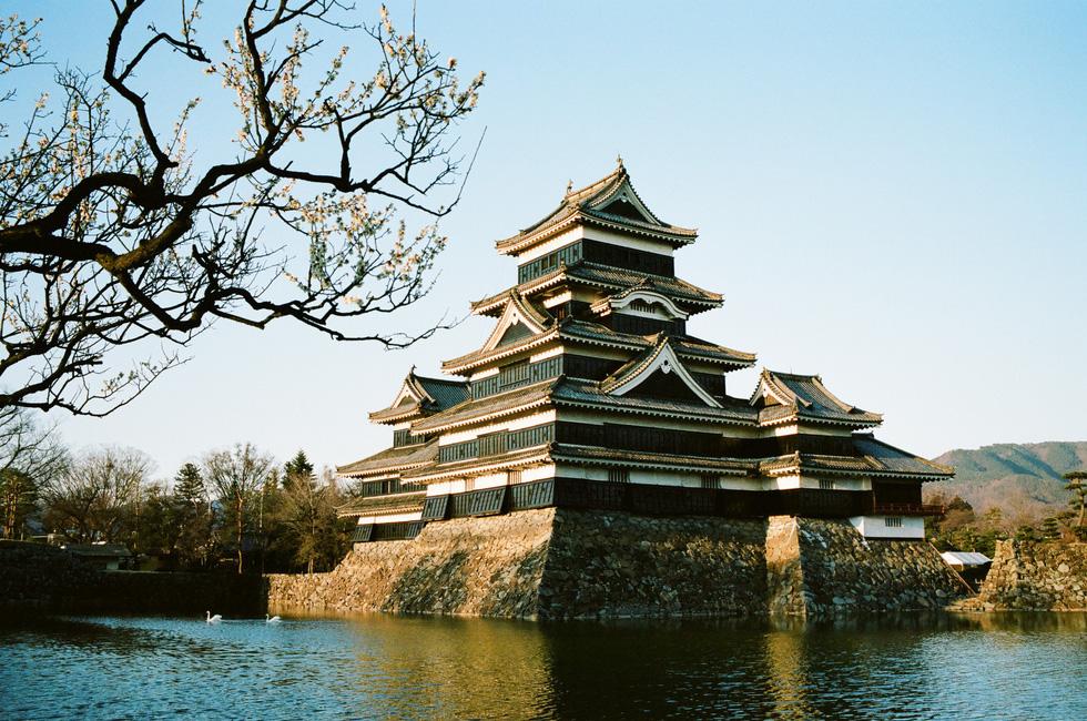 Nhật Bản cổ kính và rực rỡ qua ảnh phim  - Ảnh 15.