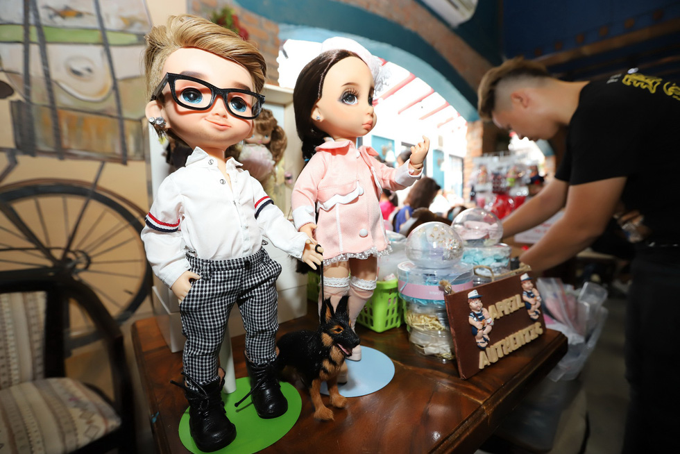 Phiên chợ thần tiên ở Sài Gòn - Ảnh 1.