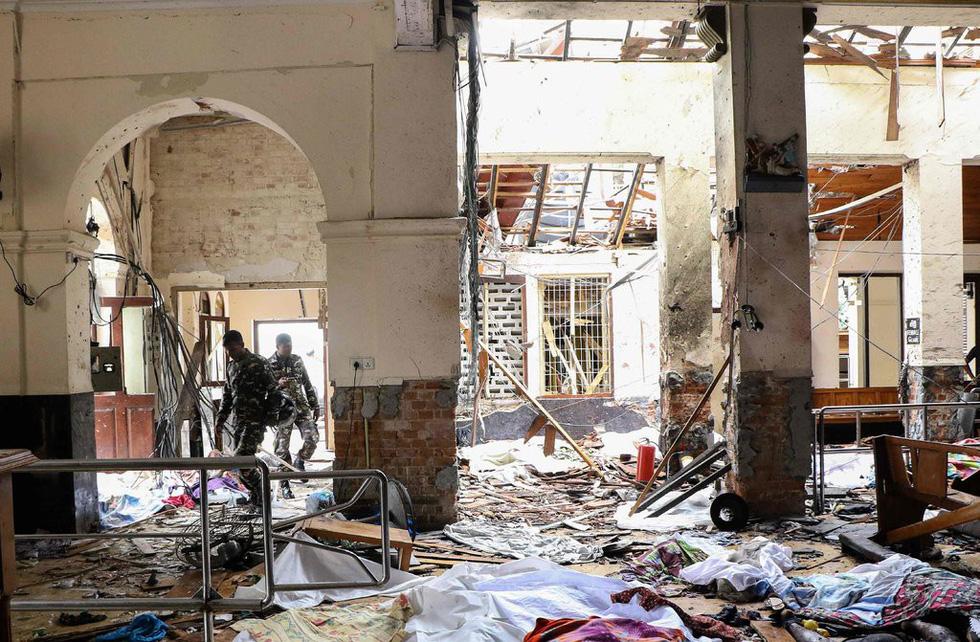8 vụ đánh bom, 207 người chết 'máu chảy thành sông' tại Sri Lanka - Ảnh 3.