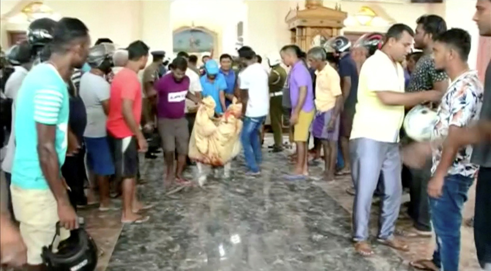 8 vụ đánh bom, 207 người chết 'máu chảy thành sông' tại Sri Lanka - Ảnh 4.