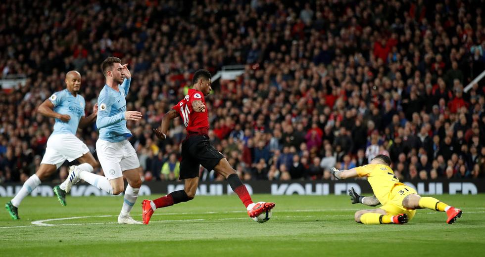 HLV Guardiola nhìn về chức vô địch sau trận derby Manchester - Ảnh 2.