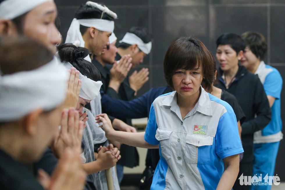 Đám tang đẫm nước mắt của chị lao công nghèo - Ảnh 3.