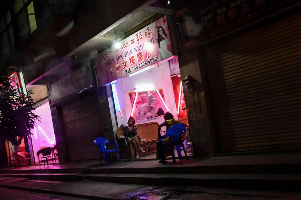 Thế giới ăn chơi thác loạn ở Myanmar giáp giới Trung Quốc - Ảnh 1.