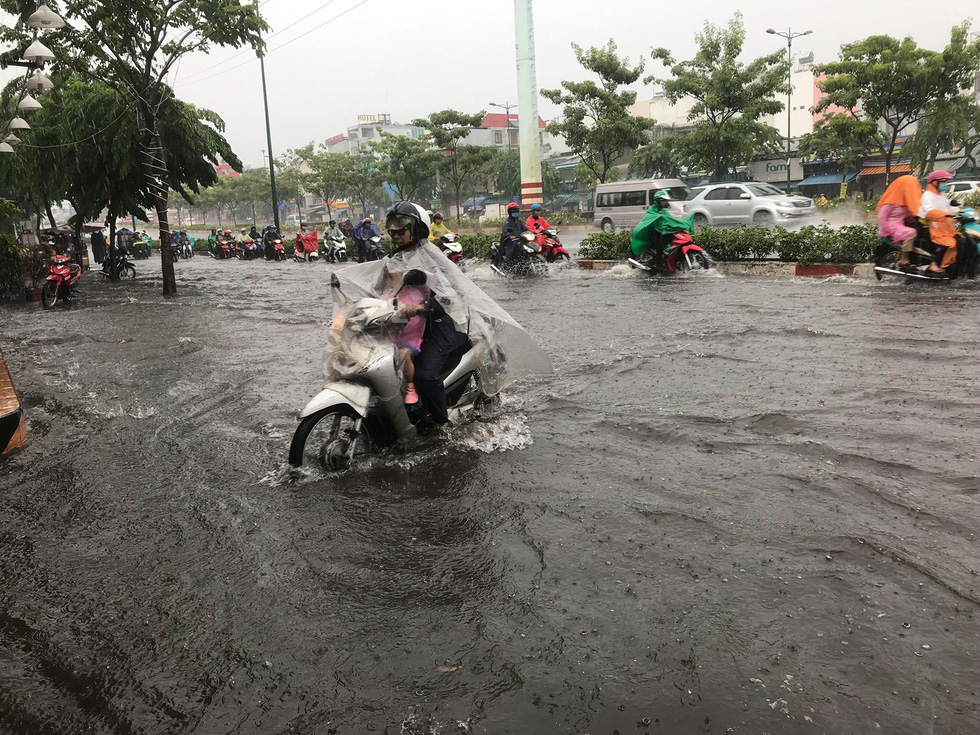 Heavy rain in many areas, cooling for Ho Chi Minh City holidays - photo 7.