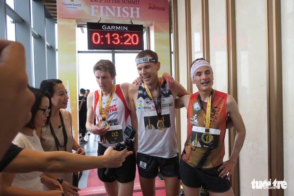 700 vận động viên tham gia cuộc đua 81 tầng - Ảnh 2.